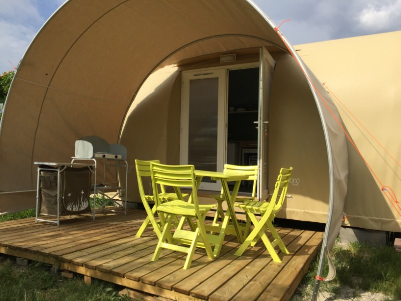 location bungalow toile coco sweet wifi gratuit agde sans sanitaire et eau 2 ch 2 4 pers. Black Bedroom Furniture Sets. Home Design Ideas